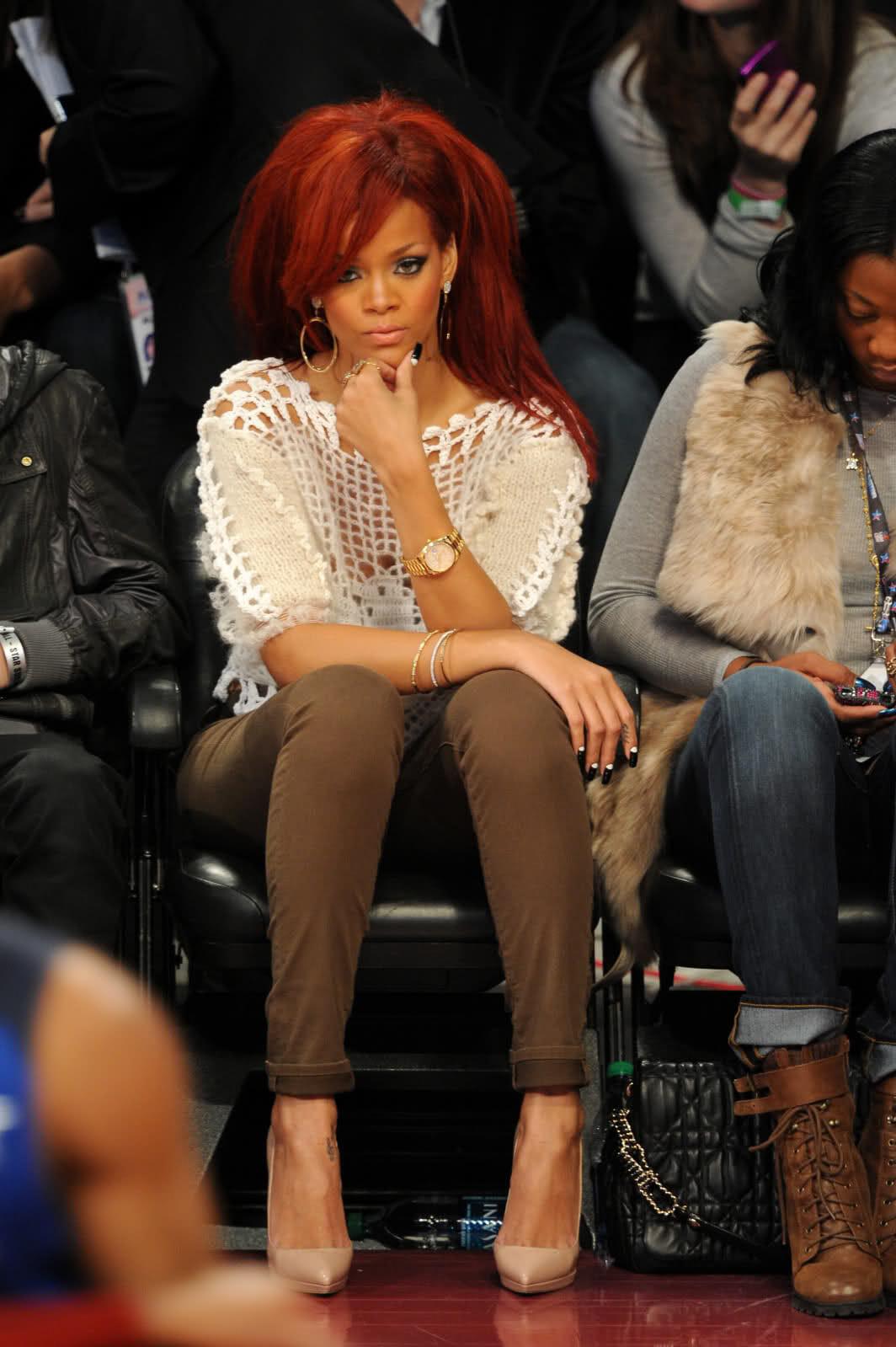 Rihanna wears a rolex day date rubber b for Celebrity wearing rolex