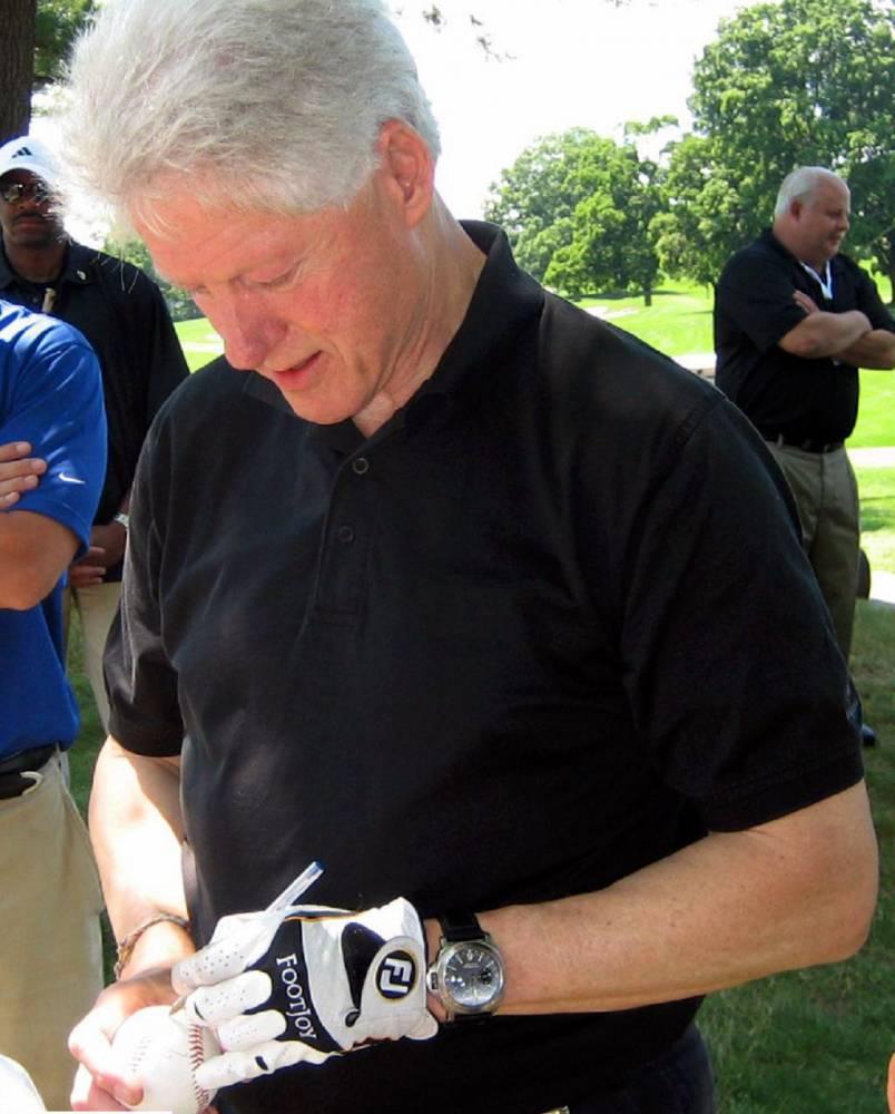 Bill clinton and his panerai luminor rubber b for Celebrity wearing panerai